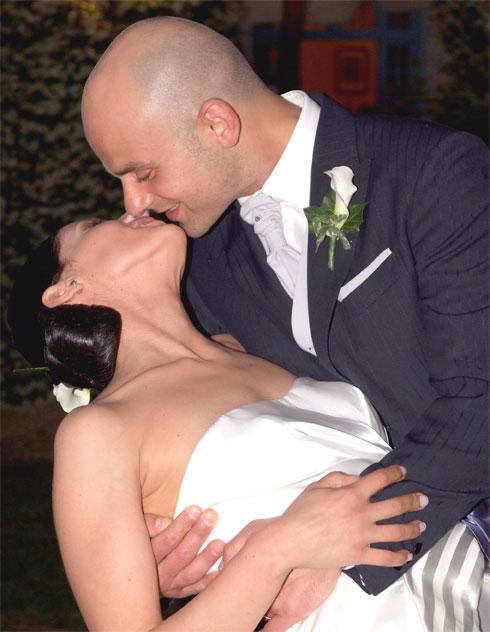Paolo&Sara_Sposi-bacio-romantico_Youco-wedding-Palnning-Perugia