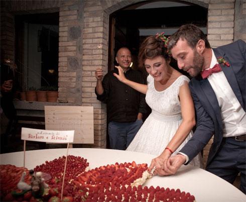 Sciuscia-e-Barbara_Torta-nuziale-con-frutta-youco-wedding-planning-perugia