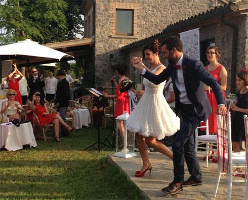 Sciuscia-e-Barbara_finalmente-sposi-ufficiali_-villa-Porano-Umbria-youco-wedding-planning-perugia